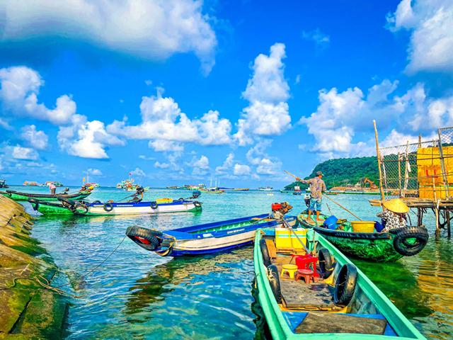 Bến đò ra tàu lặn ngắm san hô Thổ Chu